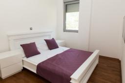 Спальня 2. Черногория, Рафаиловичи : Апартамент с тремя спальнями и видом на море (GRANDE APP 08 SV)