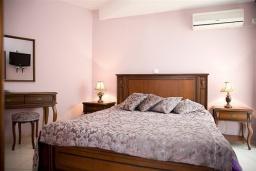 Спальня. Черногория, Будва : Апартамент с отдельной спальней и балконом (№404 APP 03)