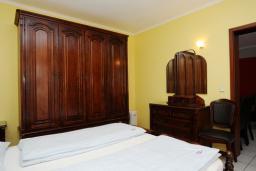 Спальня. Черногория, Будва : Апартамент с отдельной спальней и балконом (B7 App 03+1)