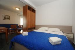 Спальня. Черногория, Будва : Апартамент с балконом (№205 APP 04)