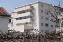 Фасад дома. Azzuro 4* в Будве