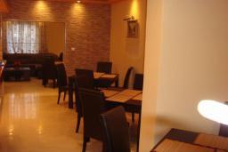 Кафе-ресторан. Azzuro 4* в Будве