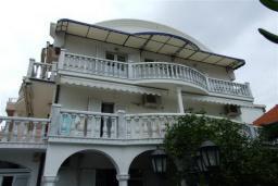Фасад дома. Petrova 3* в Будве