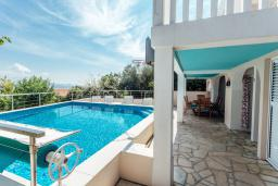 Swimming pool. Montenegro, Herceg-Novi : Villa with 3 bedrooms in Herceg-Novi for 6 guests