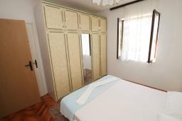 Спальня 2. Черногория, Будва : Апартамент на первом этаже с двумя спальнями и террасой