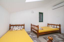 Спальня 2. Черногория, Игало : Дуплекс апартамент в 100 метрах от пляжа, с тремя спальнями и двумя балконами с видом на море