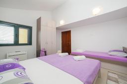 Спальня 3. Черногория, Игало : Дуплекс апартамент в 100 метрах от пляжа, с тремя спальнями и двумя балконами с видом на море