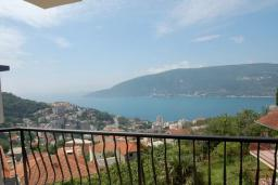 Вид на море. Черногория, Герцег-Нови : Прекрасная вилла с видом на море, 4 спальни, 3 ванные комнаты, зеленый дворик, парковка