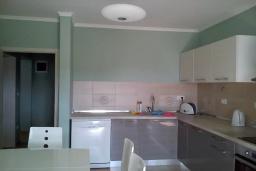 Кухня. Черногория, Герцег-Нови : Прекрасная вилла с видом на море, 4 спальни, 3 ванные комнаты, зеленый дворик, парковка