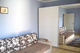 Спальня 2. Черногория, Герцег-Нови : Прекрасная вилла с видом на море, 4 спальни, 3 ванные комнаты, зеленый дворик, парковка