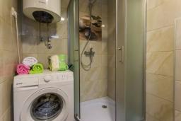 Ванная комната. Черногория, Дженовичи : Шикарный дуплекс апартамент в 100 метрах от пляжа, 2 гостиные, 3 спальни, 2 ванные комнаты, вид на море