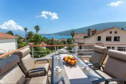 Балкон. Черногория, Дженовичи : Шикарный дуплекс апартамент в 100 метрах от пляжа, 2 гостиные, 3 спальни, 2 ванные комнаты, вид на море