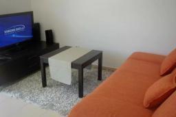 Гостиная. Черногория, Прчань : Этаж дома с видом на море, гостиная, 2 спальни, бассейн, парковка, Wi-Fi