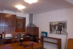 Кухня. Черногория, Муо : Каменный дом на первой линии с видом на море, 3 спальни, 3 ванные комнаты, Wi-Fi