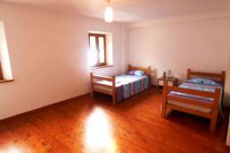 Спальня. Черногория, Муо : Каменный дом на первой линии с видом на море, 3 спальни, 3 ванные комнаты, Wi-Fi