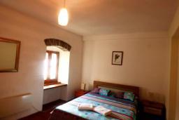 Спальня 2. Черногория, Муо : Каменный дом на первой линии с видом на море, 3 спальни, 3 ванные комнаты, Wi-Fi