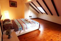 Спальня 3. Черногория, Муо : Каменный дом на первой линии с видом на море, 3 спальни, 3 ванные комнаты, Wi-Fi