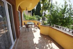 Терраса. Черногория, Сутоморе : Вилла с двориком, 4 спальни, 2 ванные комнаты, барбекю, парковка, Wi-Fi
