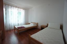 Спальня. Черногория, Сутоморе : Вилла с двориком, 4 спальни, 2 ванные комнаты, барбекю, парковка, Wi-Fi