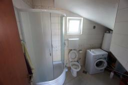 Ванная комната. Черногория, Сутоморе : Вилла с двориком, 4 спальни, 2 ванные комнаты, барбекю, парковка, Wi-Fi