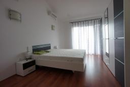 Спальня 2. Черногория, Сутоморе : Вилла с двориком, 4 спальни, 2 ванные комнаты, барбекю, парковка, Wi-Fi