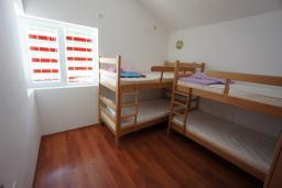 Спальня 4. Черногория, Сутоморе : Вилла с двориком, 4 спальни, 2 ванные комнаты, барбекю, парковка, Wi-Fi
