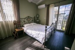 Спальня. Черногория, Риека Режевичи : Каменный дом с зеленной территорией, 2 спальни, 2 ванные комнаты, парковка, Wi-Fi