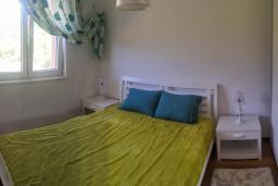 Спальня 2. Черногория, Бечичи : Современный апартамент в комплексе с бассейном и детской площадкой, с гостиной, двумя спальнями и балконом