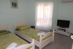 Bed room 2. Montenegro, Petrovac : Villa with 5 bedrooms in Petrovac for 11 guests