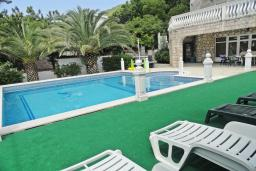 Swimming pool. Montenegro, Petrovac : Villa with 5 bedrooms in Petrovac for 11 guests
