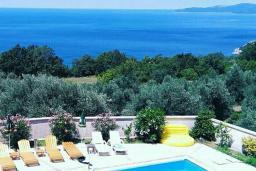 Вид на море. Черногория, Риека Режевичи : Уютная вилла с бассейном и видом на море, 5 спален, 5 ванных комнат, патио с барбекю, парковка, Wi-Fi