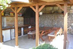 Беседка. Черногория, Риека Режевичи : Уютная вилла с бассейном и видом на море, 5 спален, 5 ванных комнат, патио с барбекю, парковка, Wi-Fi