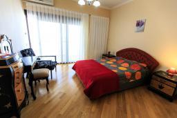 Спальня 2. Черногория, Святой Стефан : Современная вилла с бассейном и двориком, 2 гостиные, 4 спальни, 4 ванные комнаты, барбекю, гараж, Wi-Fi