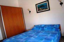 Спальня 2. Черногория, Будва : Роскошный каменный дом в комплексе с бассейном и видом на море, просторная гостиная, 2 спальни, барбекю, парковка, Wi-Fi