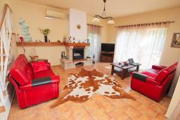Living room. Montenegro, Bigova : Villa with 3 bedrooms in Bigova for 9 guests