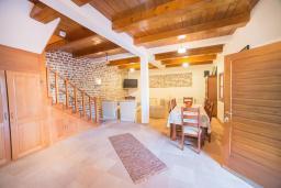 Гостиная. Черногория, Доня Ластва : Каменный дом с бассейном и двориком с видом на море, 3 спальни, барбекю, парковка, Wi-Fi