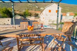 Терраса. Черногория, Доня Ластва : Каменный дом с бассейном и двориком с видом на море, 3 спальни, барбекю, парковка, Wi-Fi