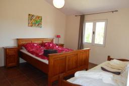 Спальня. Черногория, Велика плажа : Уютная вилла с бассейном и зеленым двориком, 5 спален, барбекю, парковка, Wi-Fi