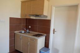 Кухня. Черногория, Велика плажа : Уютная вилла с бассейном и зеленым двориком, 5 спален, барбекю, парковка, Wi-Fi