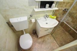 Ванная комната 2. Черногория, Игало : Современный апартамент с гостиной, двумя спальнями, двумя ванными комнатами и балконом
