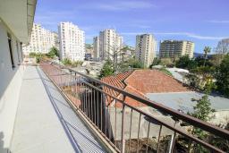Балкон. Черногория, Игало : Студия с плазменным телевизором, кондиционером и балконом