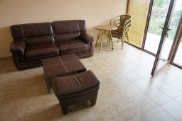 Гостиная. Черногория, Утеха : Прекрасная вилла с зеленым двориком, 3 спальни, 2 ванные комнаты, парковка, Wi-Fi