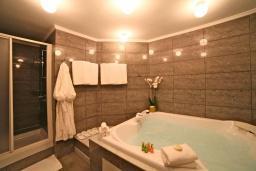 Ванная комната. Черногория, Святой Стефан : Президентский апартамент с балконом и видом на море
