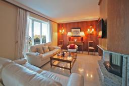 Гостиная. Черногория, Святой Стефан : Королевский апартамент с балконом и видом на море