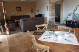 Гостиная. Черногория, Булярица : Уютная вилла с зеленой территорией, 3 спальни, 3 ванные комнаты, парковка, Wi-Fi