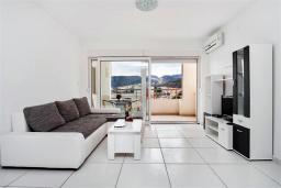 Черногория, Рафаиловичи : Апартамент в 100 метрах от пляжа, с гостиной, двумя спальнями, двумя ванными комнатами и балконом с видом на море