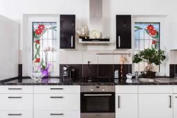 Кухня. Черногория, Кримовица : Прекрасная вилла с бассейном и зеленой территорией, 4 спальни, 2 ванные комнаты, парковка, Wi-Fi