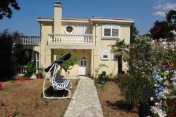 Front of the house. Montenegro, Budva : Villa with 4 bedrooms in Budva for 8 guests