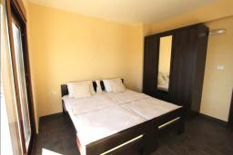Спальня 2. Черногория, Братешичи : Прекрасная вилла с бассейном и двориком, 3 спальни, 2 ванные комнаты, парковка, Wi-Fi