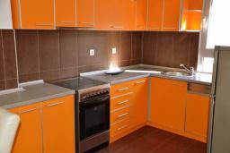 Кухня. Черногория, Братешичи : Уютный дом с гостиной, двумя спальнями, парковкой и Wi-Fi